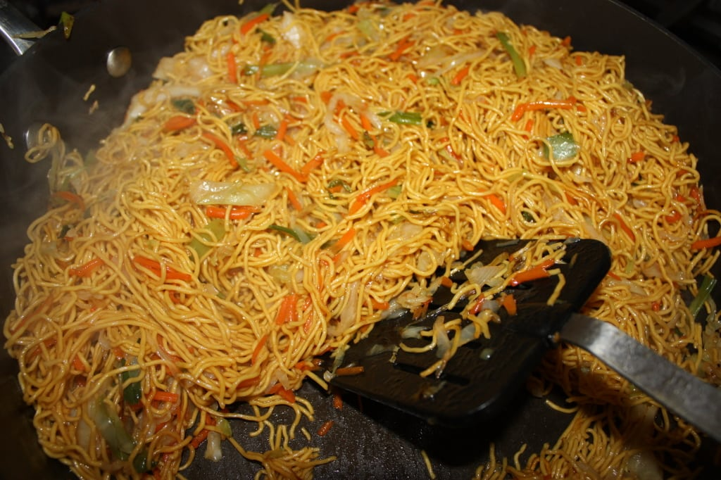 Vegetable lo mein vs chow mein