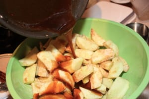 Toss sauce into apples